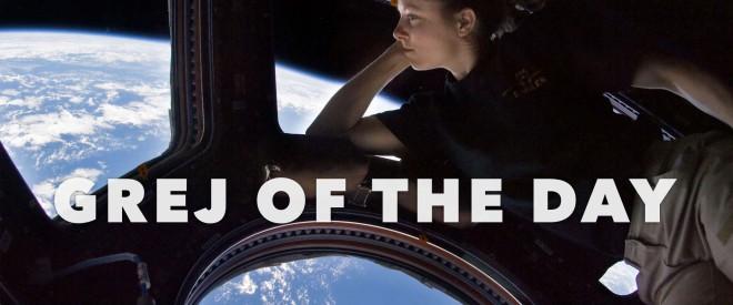 Foto från ISS med enastronaut som tittar ut över jorden. Grej of the Day-mall för Keynote.